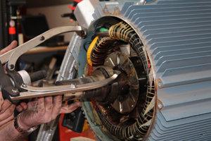 Lagerwechsel eines Kompressorantriebs