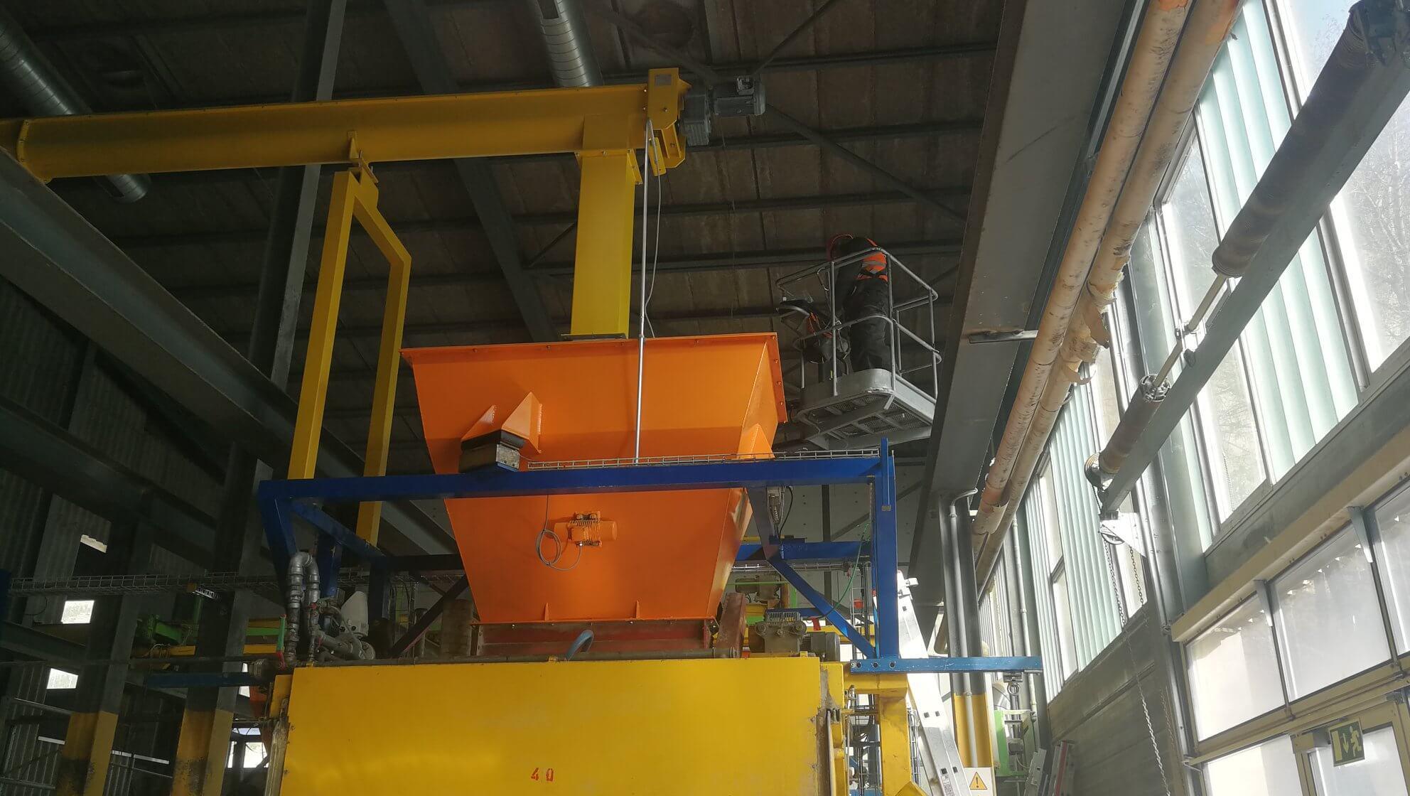 Wiederaufbau der Gipsplattenpresse nach Umzug