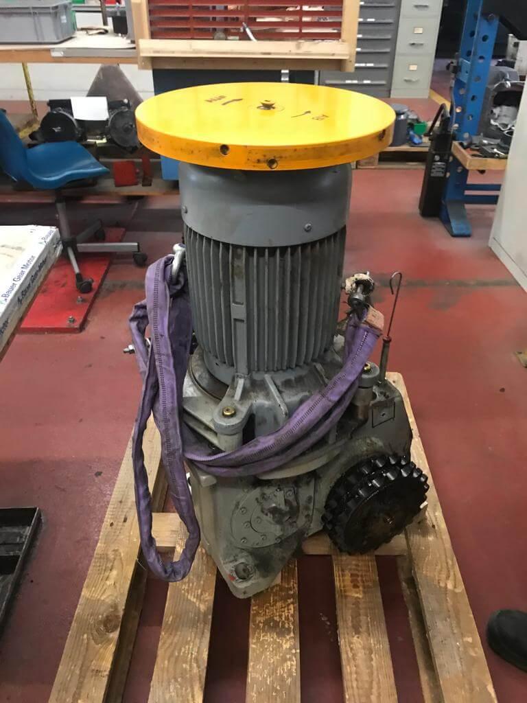 Revision eines Antriebsmotors einer Rolltreppe