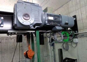 Elektrische Installation von Förderanlagen
